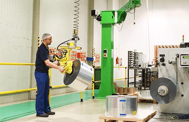 La gamme de manipulateurs industriels de Scaglia INDEVA est à ce jour la plus complète sur le marché par le fait qu'elle comprend ainsi bien des manipulateurs pneumatiques que des manipulateurs électriques de dernière génération.