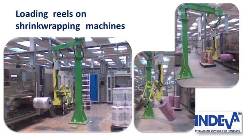 Le chargement de bobines de film ou de papier sur des machines d'emballage