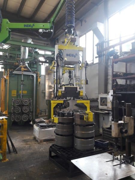 Electronic control industrial manipulator for handling spur gears