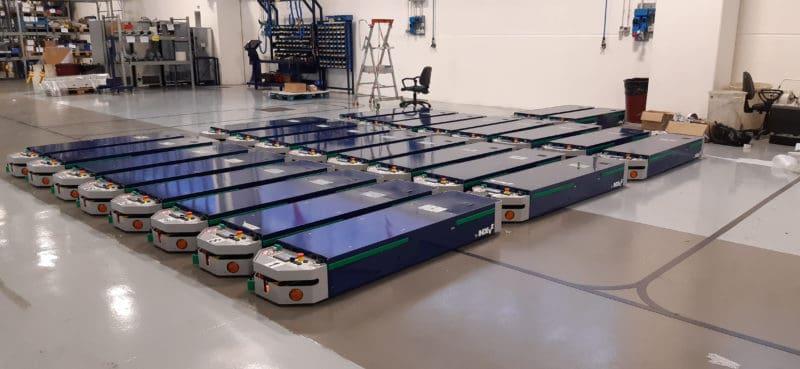 Ligne automatique AGV parfaitement intégrée dans une installation de production complexe.