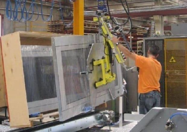Handling large size glass doors