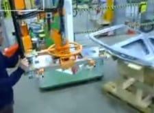 Пневматический манипулятор для манипулирования дверьми автомобилей с использованием системы захвата присосок в автомобильной промышленности
