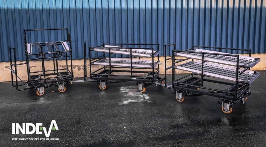 Les chariots modulaires INDEVA® peuvent être facilement raccordés à des véhicules à guidage automatique (AGV) qui, sans chauffeur, transportent automatiquement les composants et / ou les produits dans les unités de production