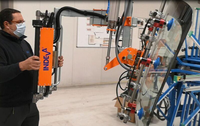 pneumatic manipulator for handling vehicle glass parts