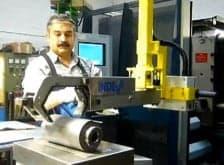 Manipulateur pneumatique pour la manutention de charges décentrées